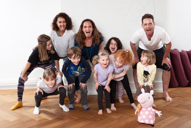 Familienreportage Kinder-Yoga-Workshop im Yogastudio Yogaluna in Bern mit Janine Niedan und Shivani Dagan